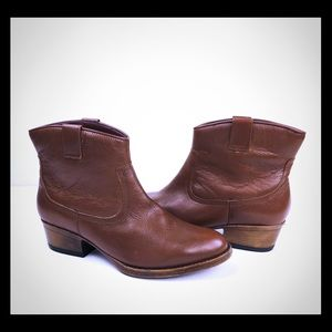 Kenneth Cole Reaction Womens Brown Boots Heeled